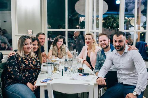 Λαμπρά εγκαίνια στο μεζεδοπωλείο «Σμύρνης Γωνία» στο Αγρίνιο